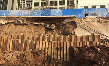 彰泰城钢板桩边坡支护5