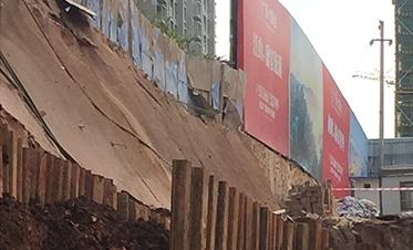 彰泰城钢板桩边坡支护7
