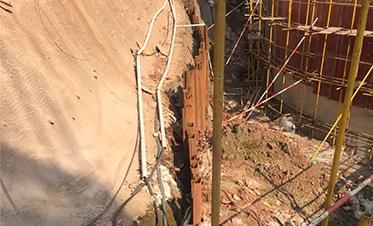 彰泰城钢板桩边坡支护9