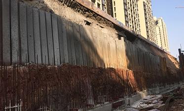 彰泰城钢板桩边坡支护11