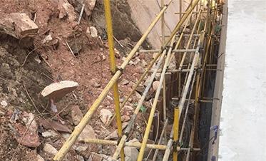 彰泰城钢板桩边坡支护12