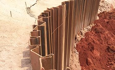 彰泰府钢板桩边坡支护1